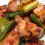 食楽酒家 朋 - 人気No1の、朋特製鶏焼き(タレ味・塩味)