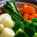 食楽酒家 朋 - 野菜不足な人には助かります、茹でただけ野菜