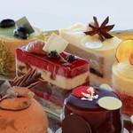 LA MAISON DE JUN - 料理写真:洗礼されたデザインのケーキ達。味は勿論、見ているだけでも心が躍るような芸術を是非ご賞味ください。