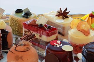 ラ・メゾン ド ジュン - 洗礼されたデザインのケーキ達。味は勿論、見ているだけでも心が躍るような芸術を是非ご賞味ください。