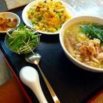 中国料理 青樺楼 - 鳥肉入りそば+五目チャーハンセット2013.10