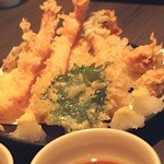 籠屋 - 揚げたての天ぷら衣の量が丁度良く、かりっとした触感でした。
