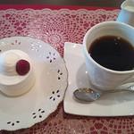 21905141 - レアチーズ(400円)、コーヒー(100円)