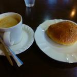 パン ド クエット - カフェセット(コーヒーとあんパン)