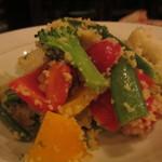 ウグイス - 10種の野菜とクスクスのサラダ