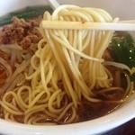 金龍美食  - ラーメンの麺