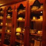 茶亭 羽當 - 水屋にもカップがいっぱい