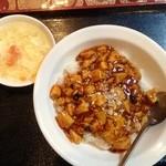 天府 - サービスランチの麻婆丼 500円