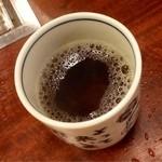 東海苑 - 食べ終わった後のこのお茶が美味しい