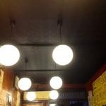 東海苑 - いい感じに燻された天井