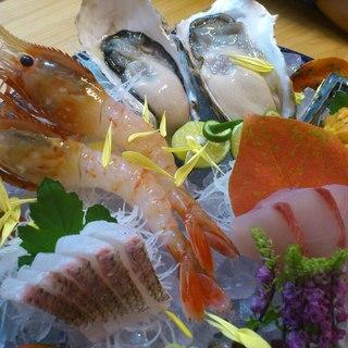 鮮度抜群!天然魚の美味しさを目と舌でお楽しみください。
