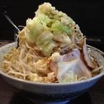 麺屋 愛0028 - 赤みそら〜麺700円。ランチタイムは麺増しかごはんがサービスなので、麺増し。それから100円で野菜増し。