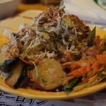 ステーキハウス ブロンコビリー - サラダうますぎ