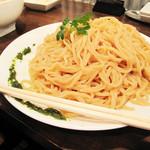 ちゃが商店 - 女子っぽくない特盛りの麺! コレは2倍量だそうです。 お皿の縁にはバジルソース、頂上にはイタリアンパセリがのってます。