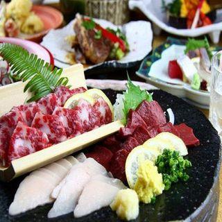 馬刺しをはじめ熊本の郷土料理多数取り揃えております。