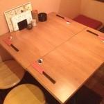 串焼き FUJI - テーブル席は4名席と2名席の最大6名様です♪