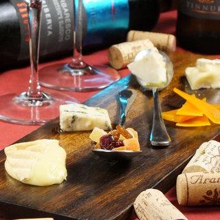 ダニエルズ厳選の安旨ワインを豊富にご用意。