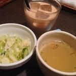 21933438 - ランチ サラダ、スープ。+200円 アイスチャイ