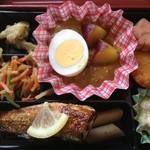 ミノヤランチサービス - 10月18日の健美膳450円、メインはさつまいもカレーに秋刀魚塩焼き