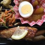 ミノヤランチサービス - さつまいもカレーは素朴な味、秋刀魚塩焼きも美味い!