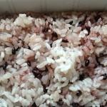 ミノヤランチサービス - ご飯は赤米
