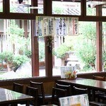 花水木 - 店内から望める日本庭園