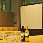 トラットリア パパミラノ - プロジェクター・スクリーンもご用意できます。