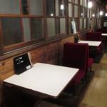 あくびカフェー - レトロな椅子