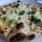ドン コナ コネリー - 白身魚とブロッコリー クリームソース ピザ
