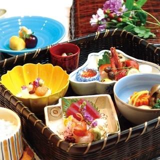 つつじの茶屋 - 心をこめた季節料理を玉手箱に盛り込みました。■松花堂■