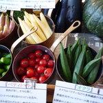 カフェトスカ - たくさんの野菜達。どれを揚げてもらうか迷います~。