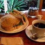 カシェート - とり肉サンド(とり照煮&京七味)と珈琲