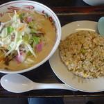 21943442 - 2013年 ハーフチャンポン480円&ハーフ焼飯330円