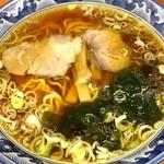 東京らぁめん 青龍 - シンプル醤油ラーメン チャーシューは美味しいです。