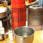キャンプ エクスプレス 池袋店 - 水筒には水が入ってます
