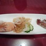 21946348 - 四五六コースの前菜 海老は殻も美味でした。