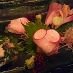 六味 - 料理写真:六味(刺身の盛合わせ)