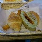 クイーンズベーカリーカフェ - ビュッフェのパンいろいろ