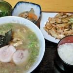 ラーメン専科たかみち - らーめん+焼肉+ライス(850円)