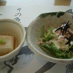 松輪 - 小鉢(胡麻豆腐、水菜サラダ)