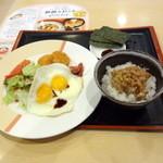 ジョナサン - 目玉焼きモーニングセット(598円)納豆オンザライス