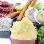 たこ焼 京の華 - たこ焼きは生地5種類、トッピング20種類を自由に組み合わせることができます。