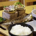 生け簀の銀次 - デブトロ秋刀魚の1尾3種定食