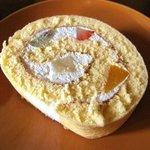 ユーハイム - フルーツロールケーキ