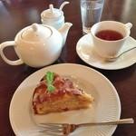 Cottage Garden 花伝舎 - 料理写真:紅茶 ダークアップルケーキ