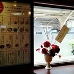 21963286 - 窓から山陽電車を眺められます。