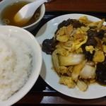 東興飯店 - 肉ときくらげと玉子の野菜イタメ:850円