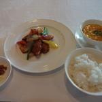 東天紅 - 酢豚、ご飯、スープ、漬物