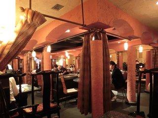 草の家 赤坂店 - 店内のテーブル席の風景です