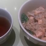 石塀小路 豆ちゃ - 鮭の羽釜土鍋ごはん